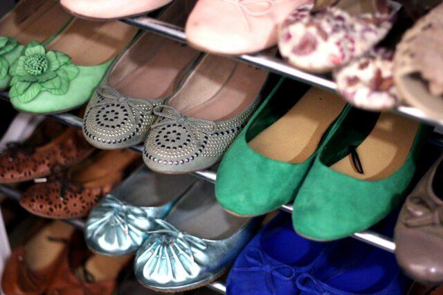 Gdzie szukać tanich damskich butów?
